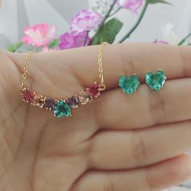Conjunto colar e brinco de corações colorido dourado