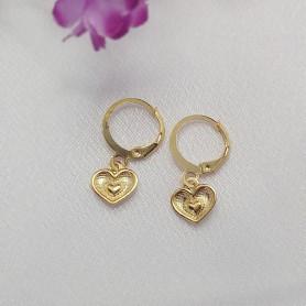 Brinco mini argola folheada a ouro coração texturizado